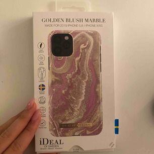 Säljer oanvänd skal från Ideal of Sweden! Orginall pris 299kr! Passar iPhone 11pro och 11🥰 frakt 20kr