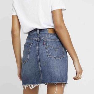 Fin Levis kjol, säljer då den är för liten!! Mycket fint skick😊 köpt för 650kr😊😊 200kr +frakt
