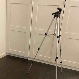 Kamerastativ, 90cm som högs utfällt.