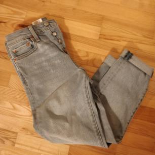 Äkta Levis jeans i ljusblå. Säljes pga fel stolek. Oanvänd.