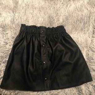 En skin kjol ifrån zara aldrig använd! Priset går att förhandla