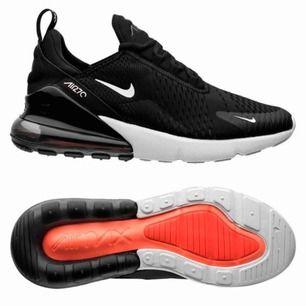 Jag säljer mina Nike 270! Då jag inte har användning för de. De är som nya och knappt använda, de har en liten skråma bara som knappt syns. Skriv för fler bilder vid intresse💖