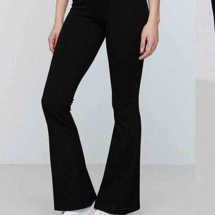 Säljer dessa populära och snygg Bootcut byxor från Gina tricot. Minimalt använda, galet sköna. Passar till hemma mys men även middagar eller liknande till en blus💓💓💓