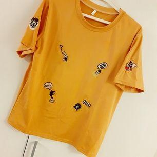 Asball looney tunes T-shirt! Märke: CHASE NEW DESIGN. Bild 2 visar färgen mest rättvist-i dämpat normalt ljus💛