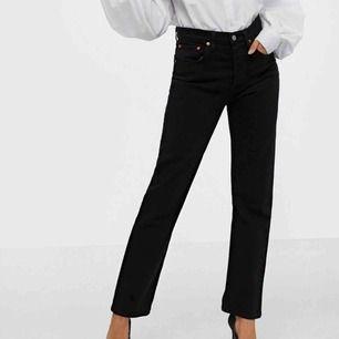 Skitsnygga Levis jeans!! Använda men bra skick!! Säljer lite dyrare eftersom jag köpte dem för nypris (1099kr)