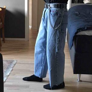 """Vintage Tommy Hilfiger cargo jeans  Ljusblå Midja 30"""" innersöm 29"""" avklippta ändar Baggy/loose fit Skickas för 63kr"""