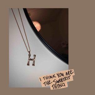 Super gulligt halsband från glitter, aldrig använt!🤩☔️💘🍭💖