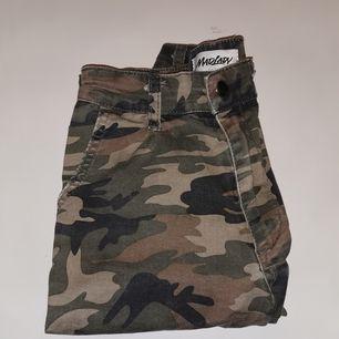 Sjukt snygga byxor från Madlady, nypris 499kr. Skicket är mycket bra fortfarande, använda några gånger.  Dom passar mig som även har XS-S i jeans. Kan fraktas, då står köparen för frakten