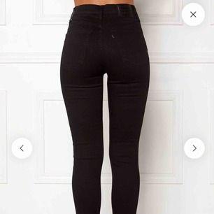 701 super skinny Levis jeans, låg midja. Endast använda 3-4 gånger, frakt tillkommer +40kr