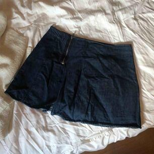 Jeans-kjol/shorts från Zara! Aldrig använd :)