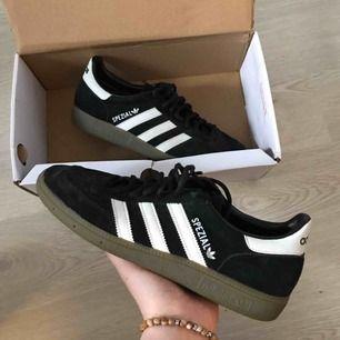 Adidas Spezial skor, behöver jag säga något mer för dig som är hipster, modern, handbollspelare, eller allmänt cool? Get em, använd endast ett par gånger!🕺🏼