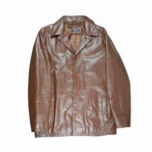 Vintage 90s 00s Y2K unisex leather jacket / blazer in chocolate brown Label: L (men's), fits best M-L Measurements (flat, approx.): length: 77 cm pit to pit: 58 cm Free shipping! Read the full description at our website majorunit.com No returns