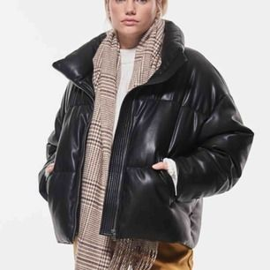 Någon som säljer denna jackan från Gina?? Hör av dig🥰