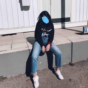 säljer mina älskade straight jeans från levi's i bra skick🥺frakten ingår!!