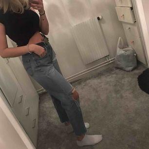 Säljer mina snygga Levis jeans pga för stora på mig💕💞 storlek 32 length 32 waist