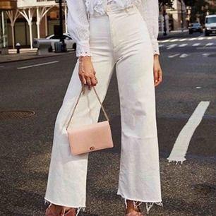 Super balla Vida jeans ifrån Zara som tyvärr inte kommer till användning🌚✌🏼⚡️💖💜