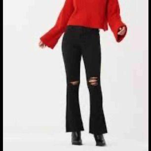 Natasha bootcut jeans från ginatricot. I fint skick, men är Uppsydda för att passa 160 cm. Säljer då det inte är min stil längre