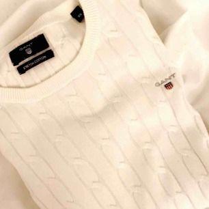 Säljer min super fina kabelstickade tröja från gant🥰