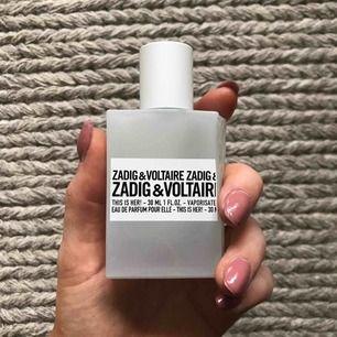 Säljer This is her! Populär Zadig & Voltaire parfym som är så gott som oanvänd (max 20 sprut) så ett riktigt kap! Finns att testa på vanliga ställen där parfym finns att köpa ☺️ Nypris på Kicks är 570kr men jag tar 350 för denna, så skynda fynda! 🥰