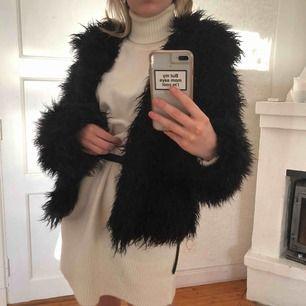 Garderobsrensning!! Jättefin jacka från NAKD, säljer då jag har för mycket jackor! Priset är inklusive frakt 🥰