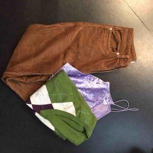 jättefin 70-tals klädpaket jag satt ihop själv<3 hela outfiten passar ungefär en S/XS<3 obs. byxorna är av en lite kortare modell<3
