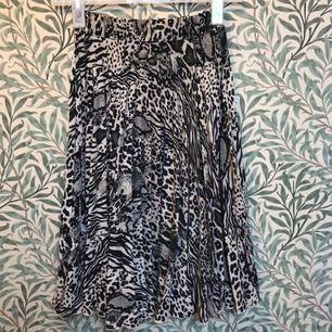 Plisserad kjol, xs, Gina tricot. Kan skickas mot fraktkostnad.