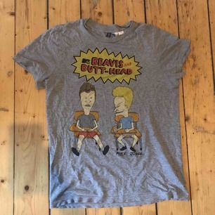Snygg vintage beavis and butthead limited edition collab T-shirt , i fint skick och trycket är helt och intakt