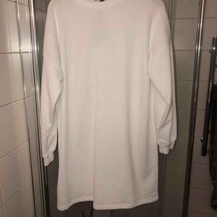 Sweaterdress från Missguided. Aldrig använd frakt ingår.