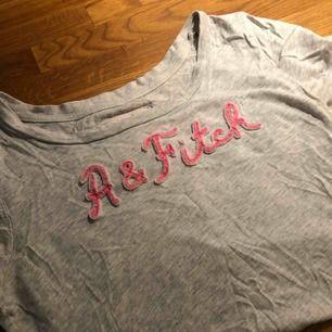 T-shirt från abercrombie & fitch