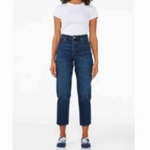 Jeans från Monki: Taiki high waist, färg indigo, i storlek 27. Använda vid 1 tillfälle, sen insåg jag att jag köpt fel storlek 🙃 alltså i TOPPSKICK 😻 köparen står för ev frakt!