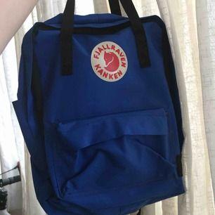 Blå fjällräven väska / ryggsäck, inte äkta, helt ny och oanvänt! Möts upp inom stockholm🌸