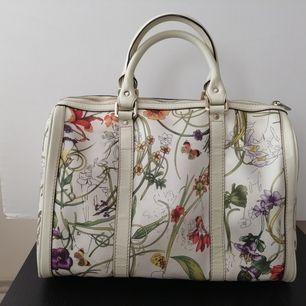 Gucci Boston handbag Medium Vintage,     very good condition (look the photos) no dustbag, no long handle, size 31x24cm, handle 13cm. Write me for more info