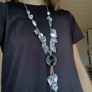 Snyggt halsband i gott skick! Frakt tillkommer. Kontakta mig gärna vid frågor!🥰