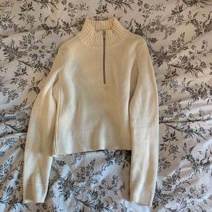Jätte snygg tröja från Gina, använd fåtal gånger. Frakt tillkommer ❤️