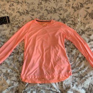 Tränings tröja från SOC, aldrig använd. Frakt tillkommer 💖