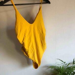 gul baddräkt! aldrig använd men tvättad en gång!✌️✨ frakt 42kr