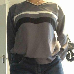 Säljer en tröja i från märket Firstful! Priset är 100kr plus frakt