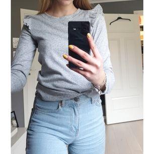 Fin ljusgrå tröja från Only i stl S i bra skick