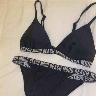 Bikini, över och underdel, aldrig använd pga för liten. Storlek xs i underdel och s i överdel. Perfekt inför sommaren eller resa. 100 kr för båda.