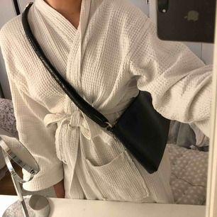 Väska med print  dragkedja går ej att stänga