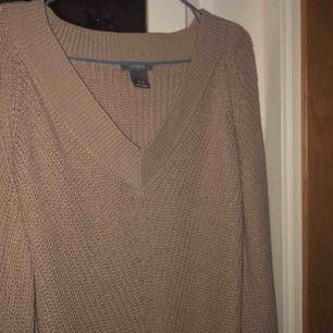 💫säljer min beiga tröja från Lindex. 💕använd fåtal gånger i ett rök och pälsfritt hem💕 hör av dig om du har någon fundering<3
