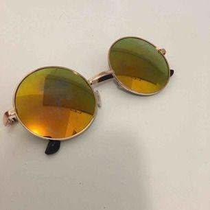 Solglasögon köpta utomlands skitsnygga på✨