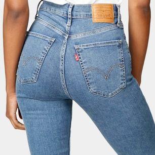 Säljer mina Levi's Mile high skinny jeans i storlek 25/32 i mycket fint skick!! Högsta erbjudande eller 250 kronor. Är töjbara! Vid snabb affär kan jag tänka mig att stå för en del av frakten! ✨✨