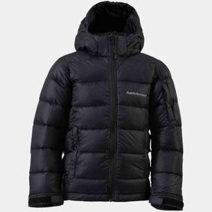 Helt ny dunjacka från peak performace. Frost down jacket. Den tjockare modellen. Nyskick! Köpt för 4000kr