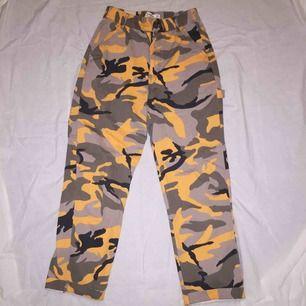 Super sköna camouflage byxor! Färgen är något mer orange än på bilderna😚