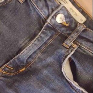 Kristen jeans i jättebra skick, strl 28 som motsvarar XS/S. Sitter jättefint på.