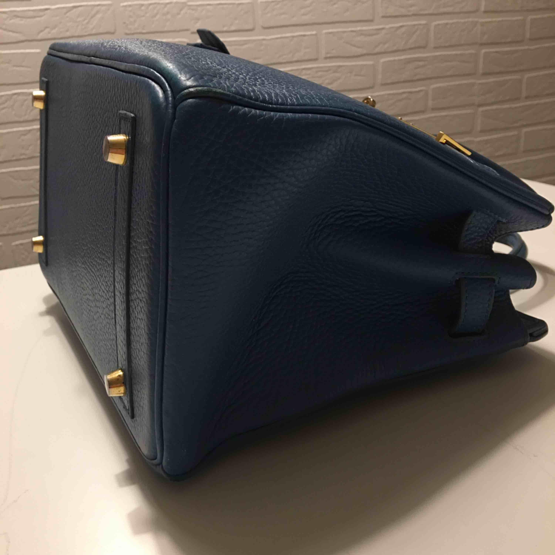 Hermes Birkininspirerad väska Stl 30 cm Äkta skinn - använd men fin Spårbar frakt ingår i priset. Väskor.