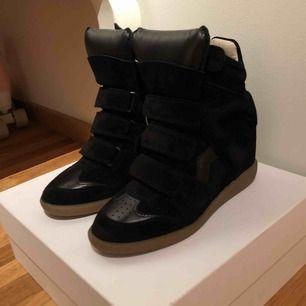 As fina Isabella marant skor! Använda fåtal gånger, köparen står för frakt. Nypris 5000kr💕