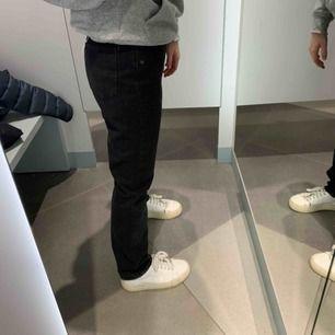 Säljer dessa as balla jeans från ivyreval. Helt nya och går även att göra slits i dem🥰