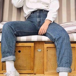 Jättebekväma högmidjade jeans från Levis (modell 550). Tyvärr för stora för mig och därför måste jag sälja. Köpta second hand men är i bra skick. Kan mötas i Lund/Malmö eller skicka mot kostnad.